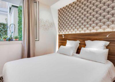 hotel-carladez-cambronne-galerie-standard-douche-lit-1