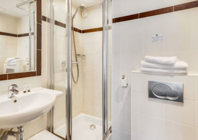 hotel-carladez-cambronne-galerie-standard-douche-salle-de-bain