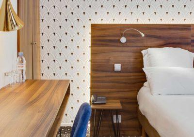 hotel-carladez-cambronne-galerie-superieure-bain-lit-1