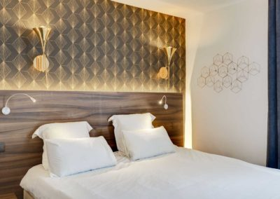 hotel-carladez-cambronne-galerie-superieure-bain-lit-2
