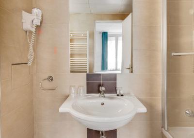 hotel-carladez-cambronne-galerie-superieure-bain-salle-de-bain-2